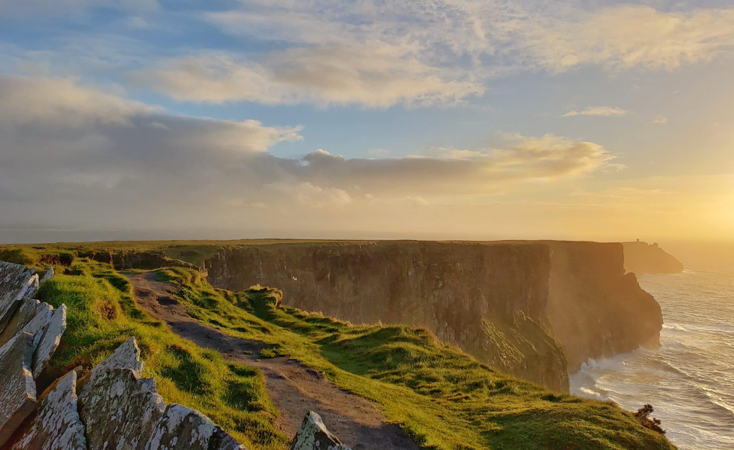 Cliffs of Moher | Unsplash @seankuriyan